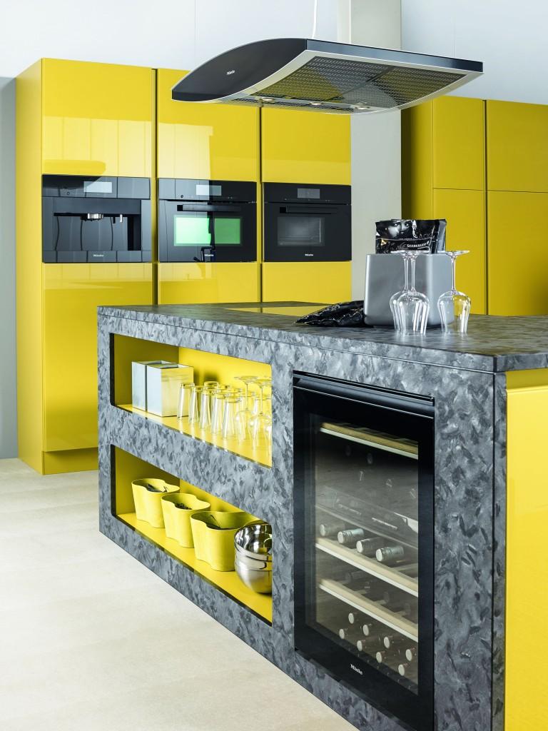 Laque jaune et lectrom nager noir cuisine annecy 74 for Cuisine jaune et noir