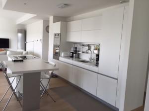Puret et noblesse des mat riaux cuisine annecy 74 for Maison moderne 74000