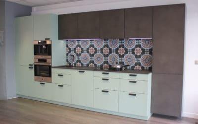 Nouvelle exposition de cuisine avec façade en béton mastiqué à la main !