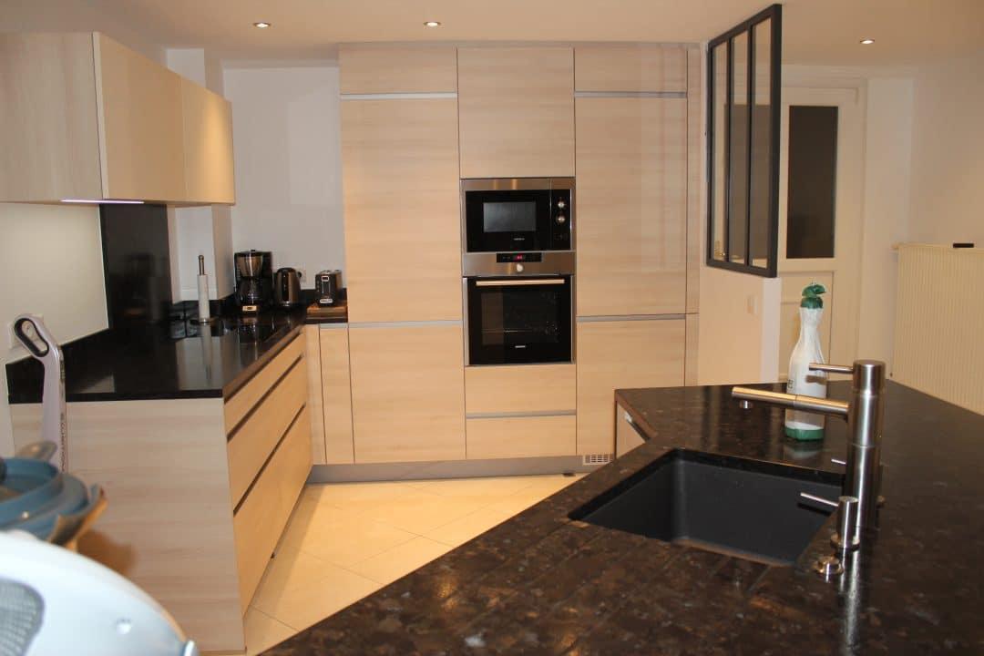 fa ade finition bois plan de travail granit brown antique cuisine annecy 74. Black Bedroom Furniture Sets. Home Design Ideas