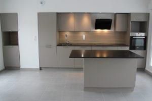 Façade coloris sable et granit - Cuisine à Annecy (74)